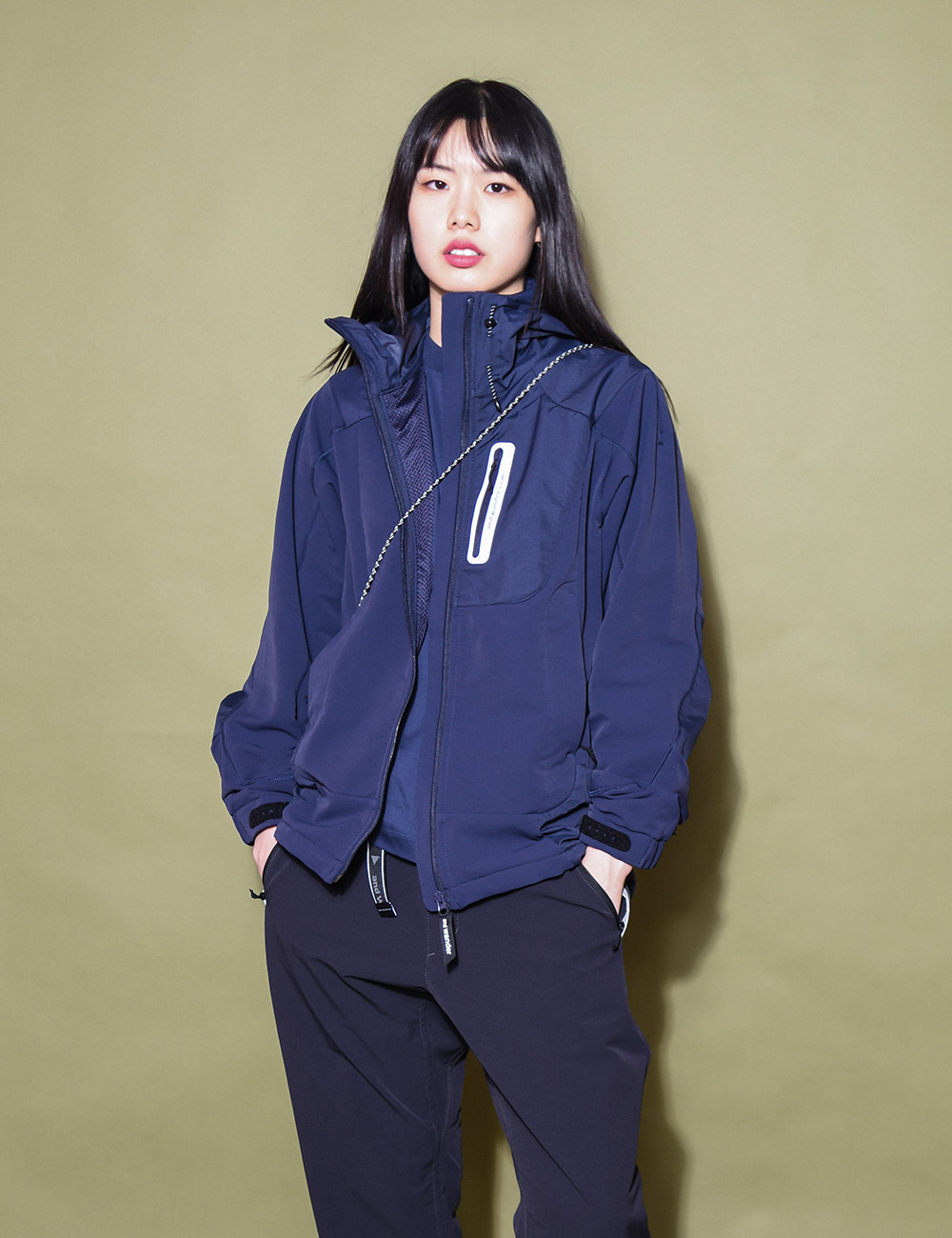 and wander : STRETCH SHELL JACKET (NAVY)